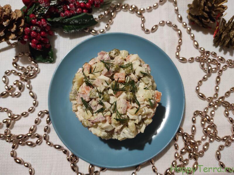 Оливье с курицей — 5 простых классических рецептов